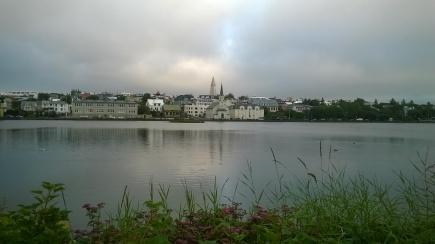 Le lac au centre-ville de Reykjavik